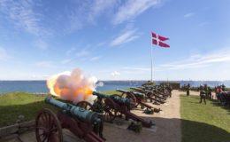 Affyring af kanoner på Kronborg.